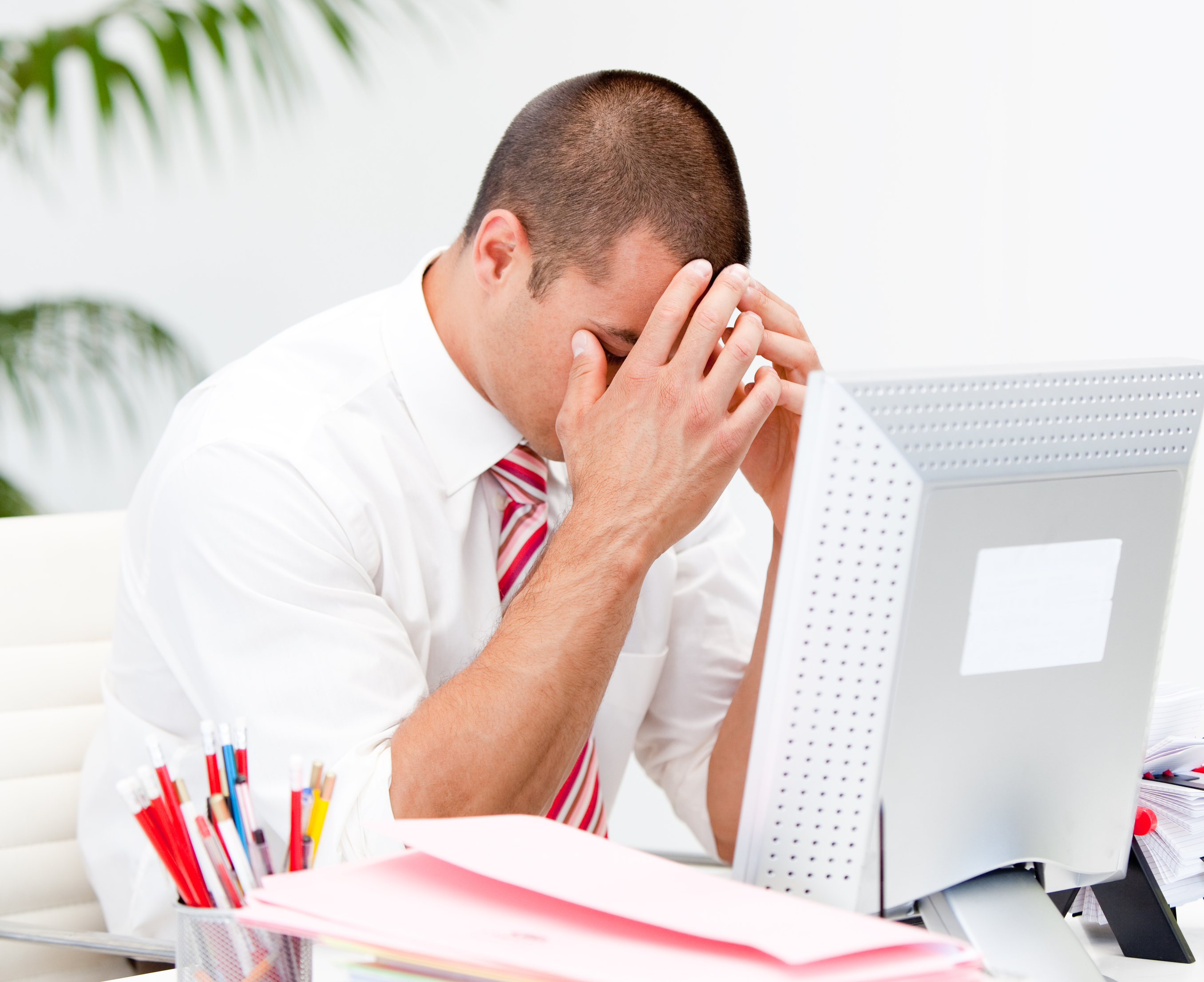 photodune-8276798-frustrated-businessman-working-at-a-computer-l (1)